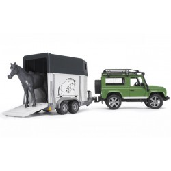 Land-Rover-Defender-avec-Van-et-cheval