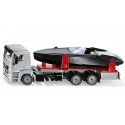 Camion Man avec bateau à moteur