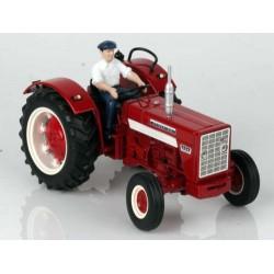 Tracteur-IH-624-sans-cabine-avec-chauffeur