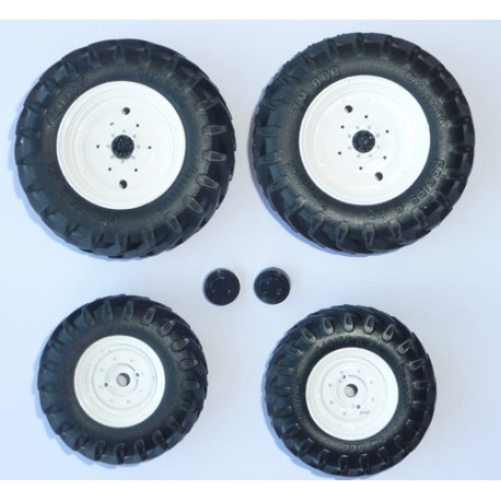 jeu de roues de tracteur nh pd4078 roues miniatures universal hobbies minitoys. Black Bedroom Furniture Sets. Home Design Ideas