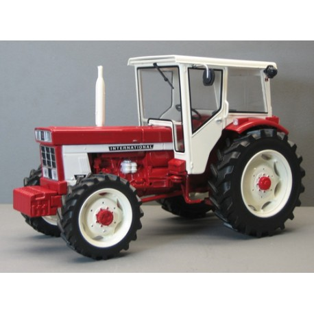 Tracteur-IH-1046