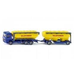 Camion remorque avec silos de fourrage
