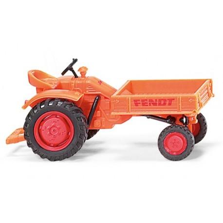 Tracteur Fendt porte-outils communal
